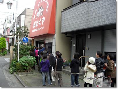 斉藤精肉店の行列